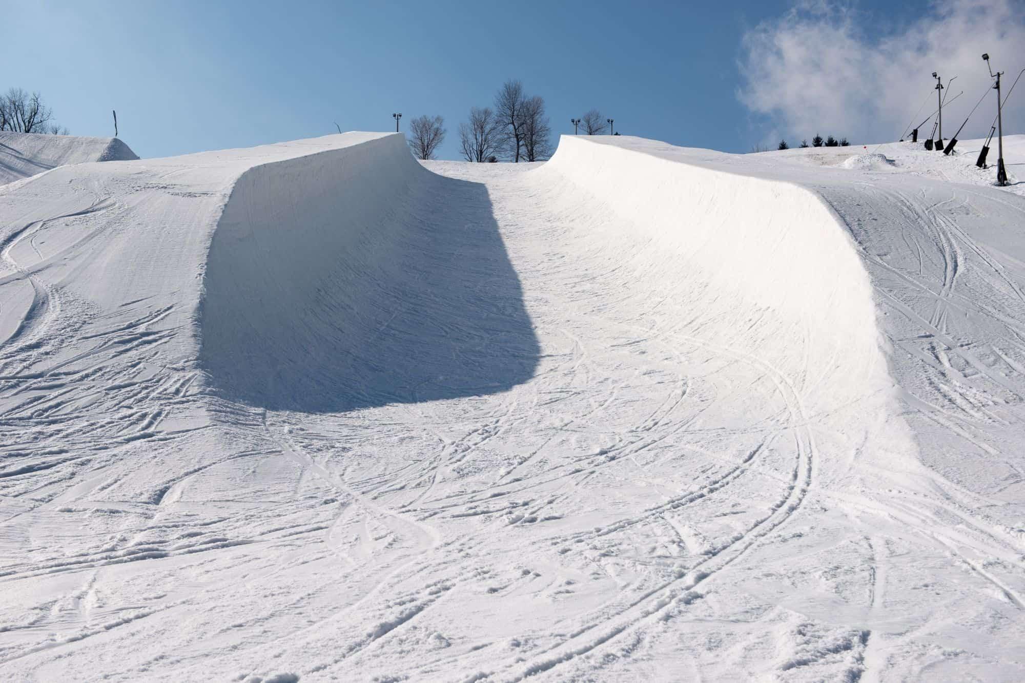 Snow halfpipe